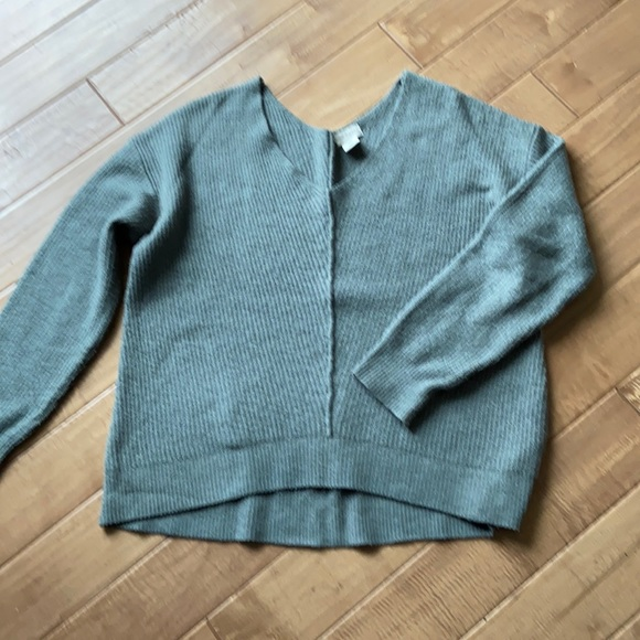 Woman's sweater light green color